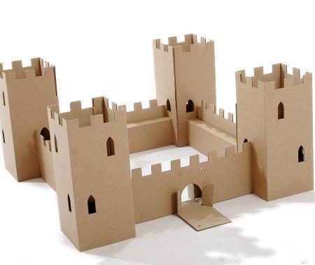 Замок из картона могут изготовить не только взрослые, но и дети