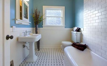 Даже при небольшом бюджете можно сделать красивую и практичную ванную комнату