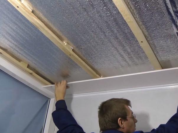 Изучив все инструкции по монтажу, сделать пластиковый потолок под силу каждому