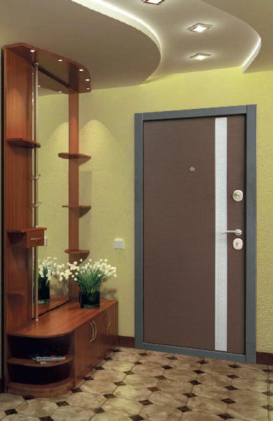 Современный дизайн может сделать из маленькой прихожей достаточно функциональное помещение