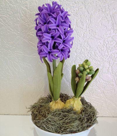 Отличным и оригинальным украшением для гостиной или кухни станет красивый гиацинт из фоамирана