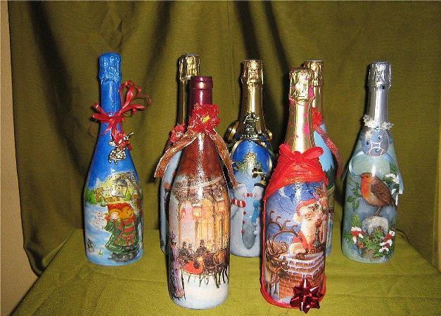 Красиво и оригинально украсит новогодний стол декупажная бутылка с шампанским