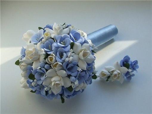 Свадебный букет из фоамирана сможет выглядеть отлично на протяжении всего дня и при любой погоде