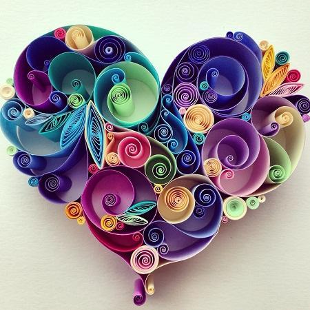 Сердце, изготовленное в технике квиллинг, смотрится стильно и оригинально