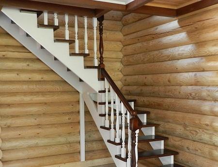 Деревянные лестницы отлично смотрятся в любом интерьере вне зависимости от его стиля