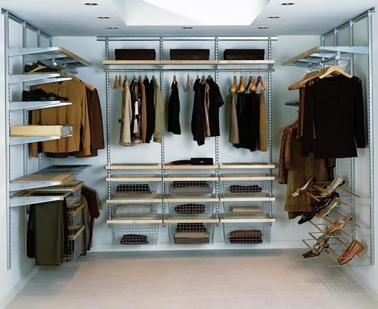 Гардеробная — это отличная возможность компактно хранить вещи и одежду в одном месте