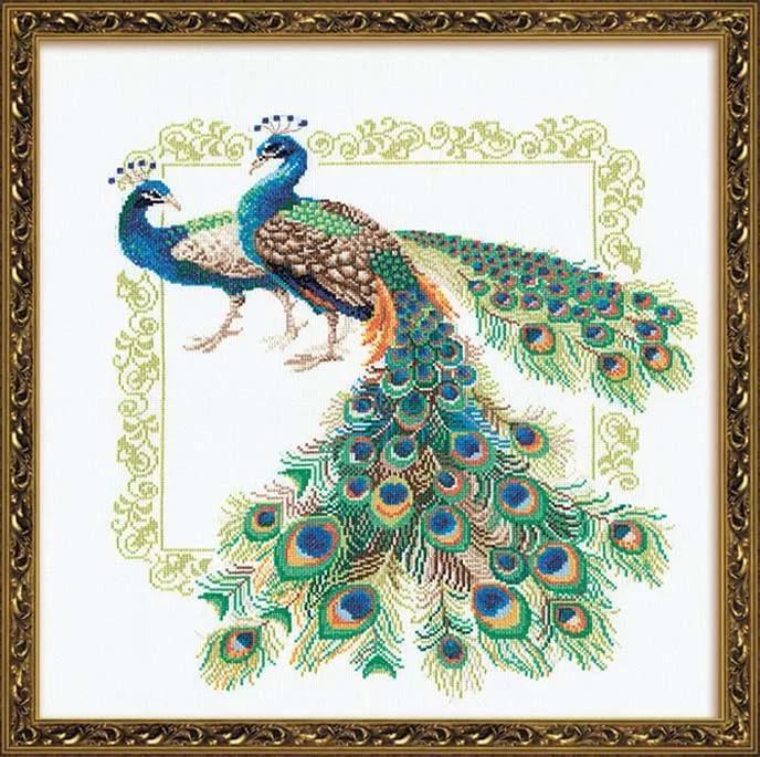 С самых древних времен в истории человечества павлины символизировали царственное величие, аристократизм и благородство, достаток и красоту, и поэтому рукодельницы часто выбирали сюжет с павлинами для вышивки