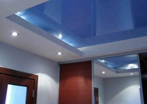 Гипсокартонный короб позволяет скрыть недостатки и неровности потолка