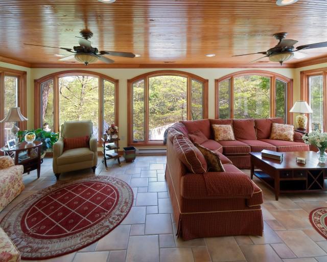 Высота потолка в частном доме должна быть оптимальной и комфортной для всех членов семьи
