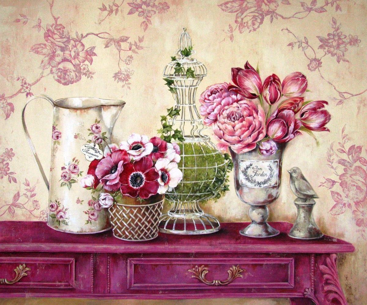 Декоративные элементы, украшенные в технике декупаж с помощью винтажных картинок, хорошо смотрятся в прованском интерьере