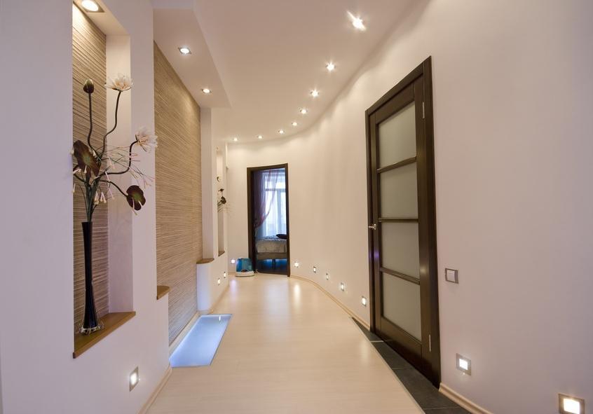 Обустраивать нишу следует так, чтобы она стильно и гармонично дополняла интерьер помещения