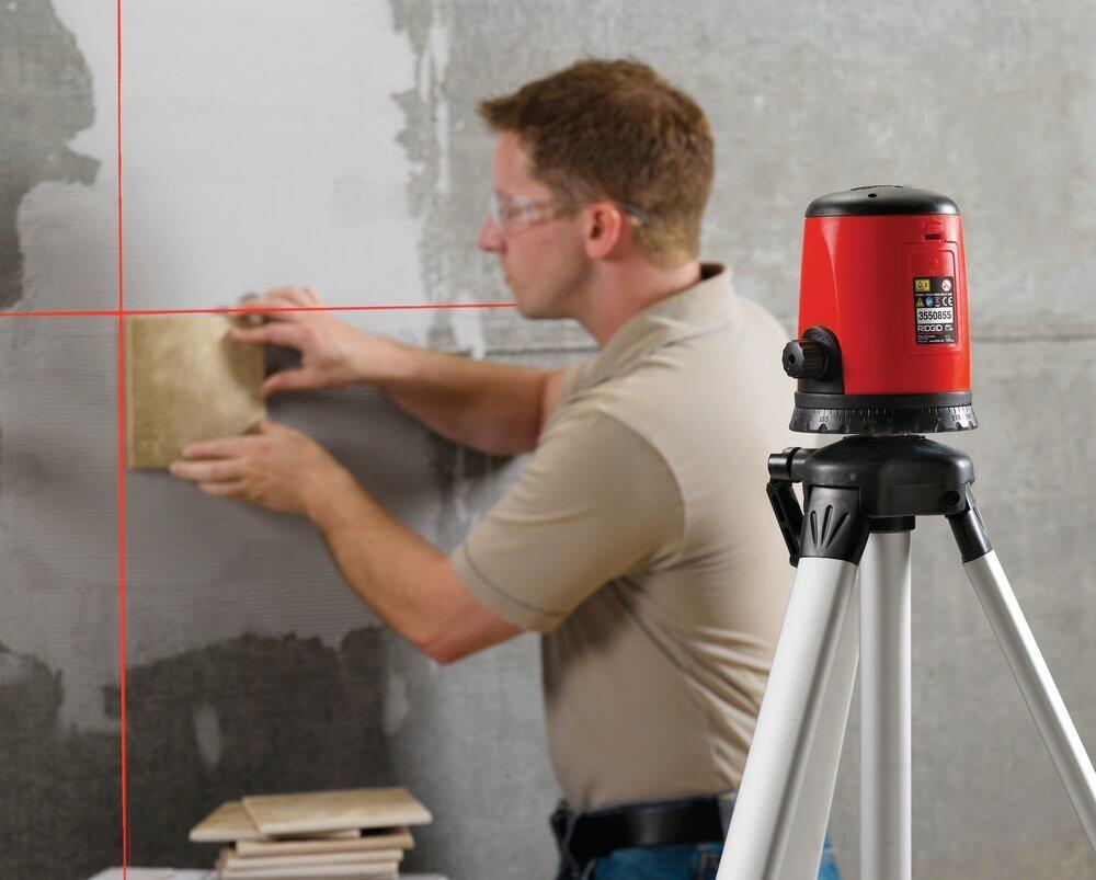 Перед использованием лазерного нивелира стоит посмотреть обучающее видео и изучить инструкцию по использованию