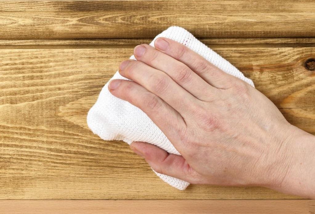 Полировку изделия выполняют с помощью специальной ткани