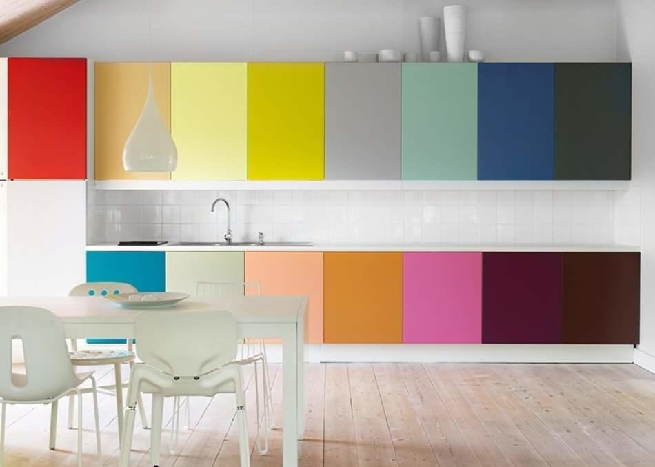 Цвет кухни, пожалуй - это главная особенность каждой кухни, поэтому к выбору нужно подойти со всей серьезностью, предварительно просмотрев сотни вариантов