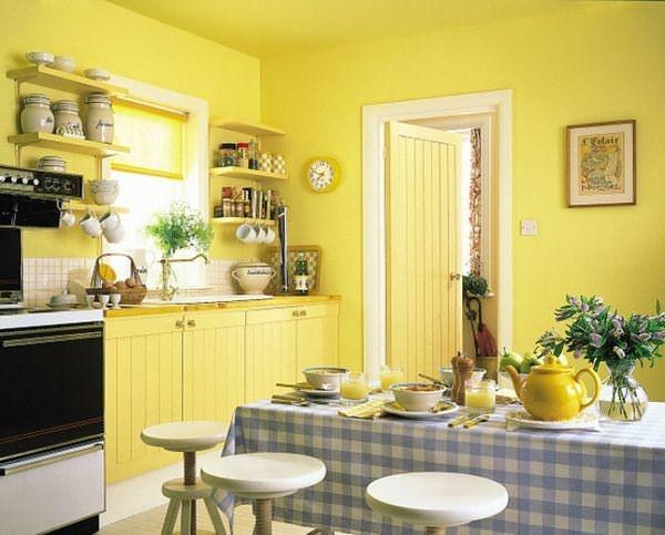 Влагостойкая антимикробная краска также может наноситься на стены с добавлением колера