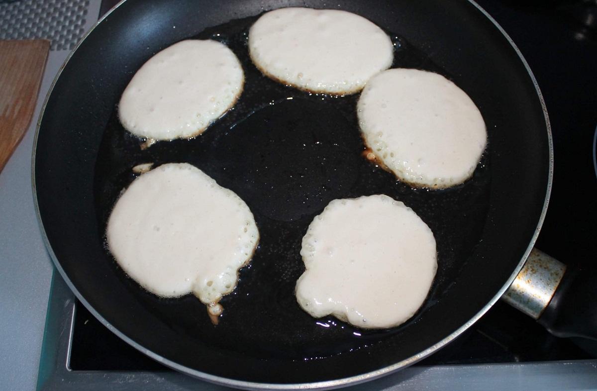 Рецепт пышных оладушек на молоке без дрожжей: фото и как приготовить, как сделать разрыхлитель, как готовить