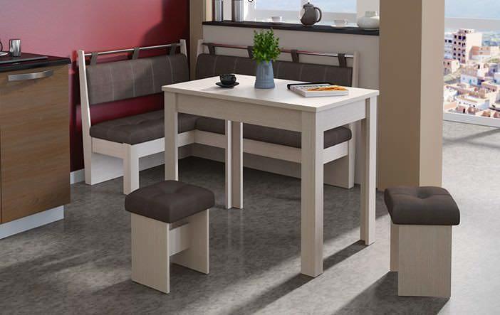 В идеале, мебель и интерьер кухни должны включать в себя всего несколько цветовых оттенков и идеально дополнять друг друга