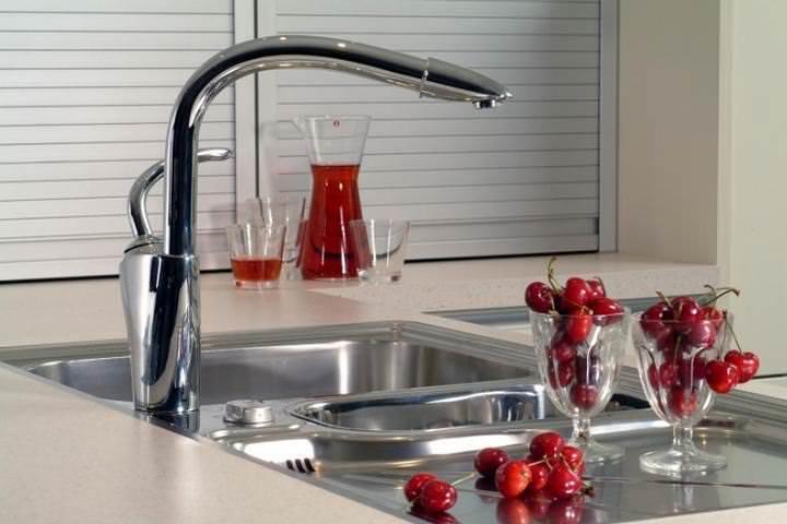 Как починить текущий кран на кухне: подтекает смеситель, протекает кран, почему гудит кран, фото, видео-инструкция