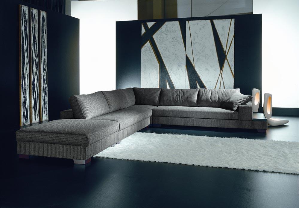 Покупая диван, обязательно проверяйте состояние механизма, а также обращайте внимание на гарантийный термин