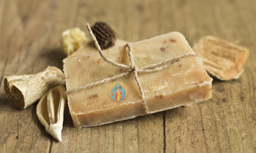 Натуральное мыло всегда делали и делают из смеси щелочи и жира