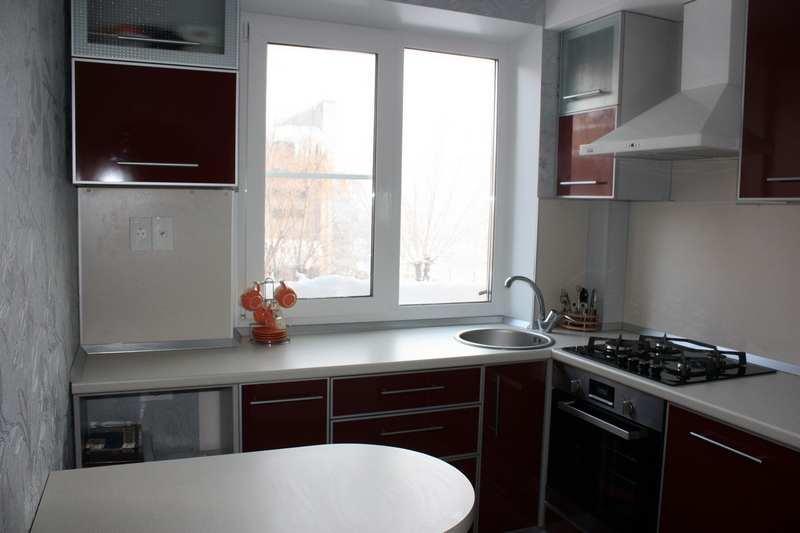 При планировании ремонта небольшой кухни с экономным вложением средств, важен правильно составленный проект