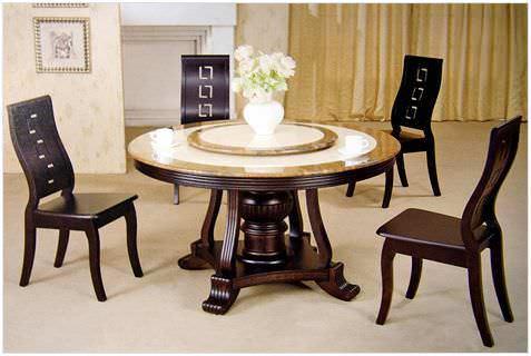 Подобные столы встретить в продаже довольно сложно. Как правило, их изготавливают по индивидуальному проекту