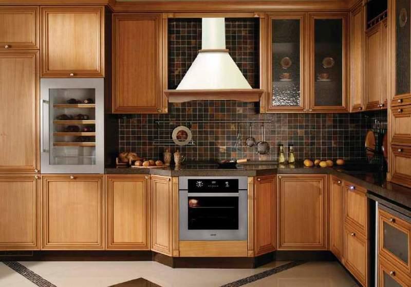Купольная или каминная вытяжка – оптимальный вариант для просторных кухонь