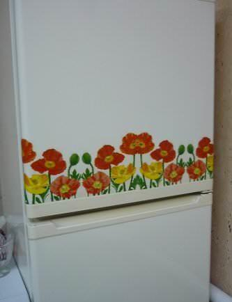 Оригинальное оформление холодильника салфетками