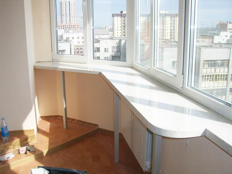 Очень удобна будет столешница в кухне, совмещенной с балконом