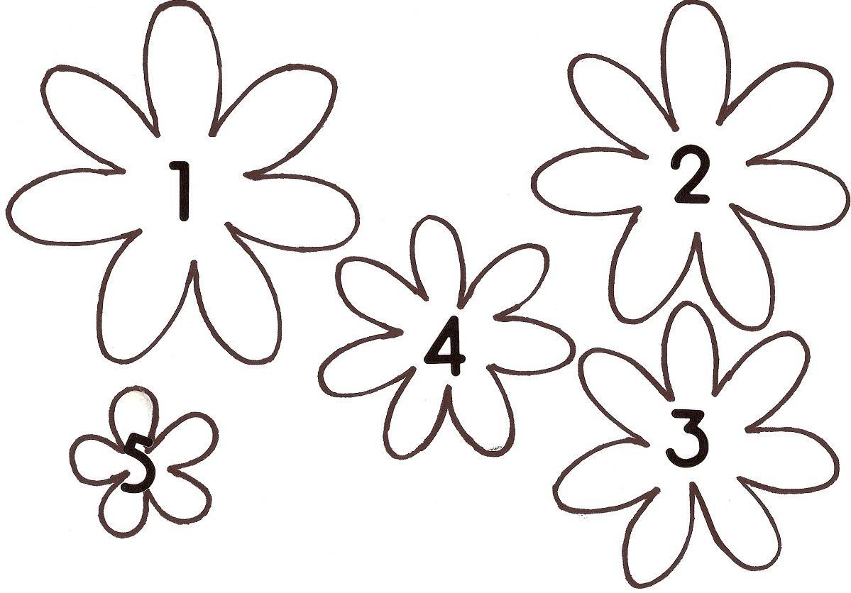На одном листке можно распечатать несколько эскизов полевых цветов, отличающихся по размеру