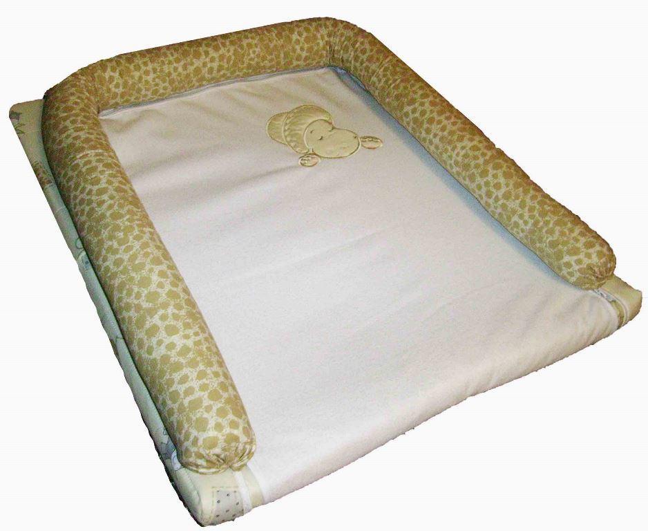 Преимущества матрасика на раскладной пеленальный столик заключаются в том, что его легко стирать и перемещать