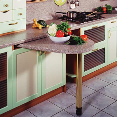 Преимущество выдвижного стола - его функциональность: он может выступать и в качестве столика для чаепития и быть полноценной рабочей зоной