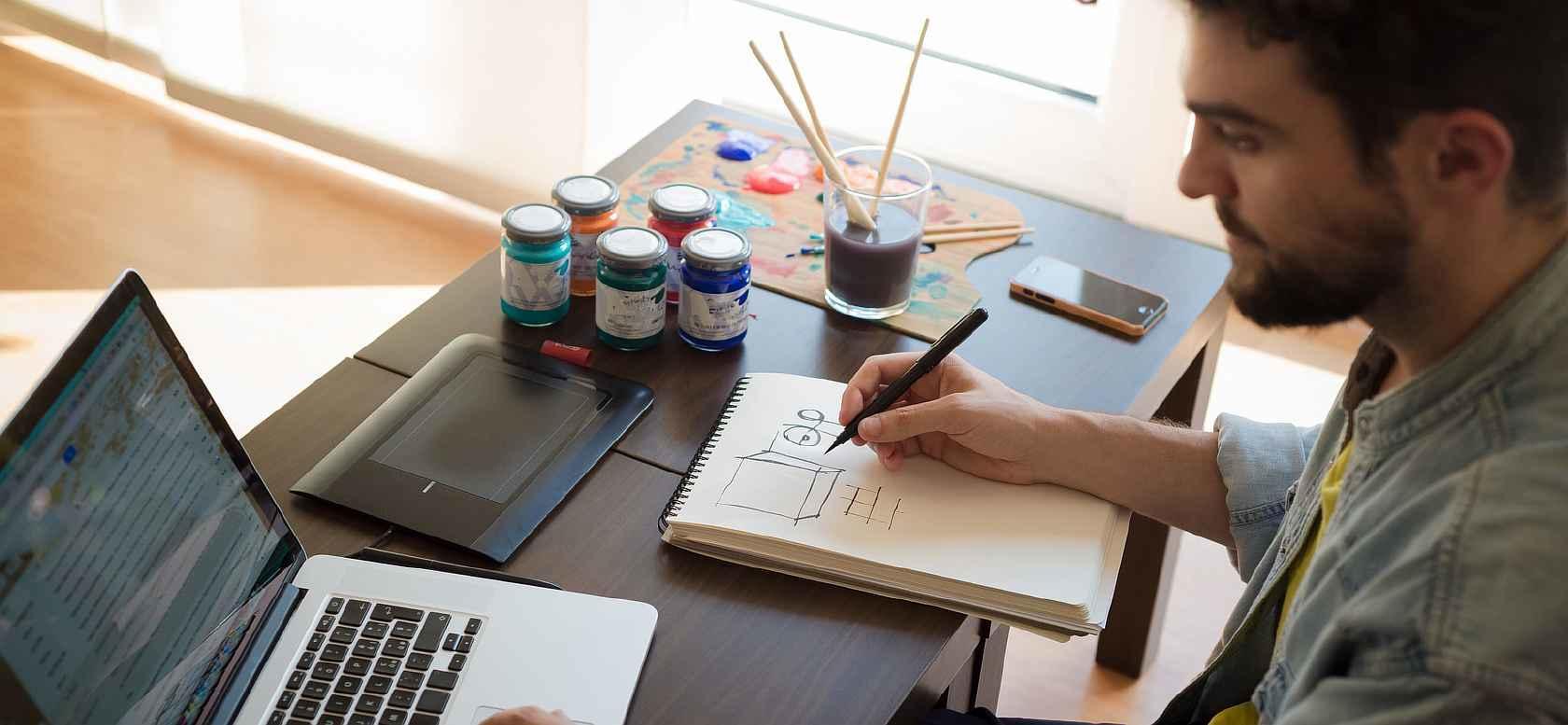 Лучше всего обратиться к профессиональным дизайнерам: это будет являться гарантией того, что работа <u>окна</u> будет выполнена качественно