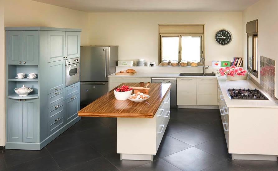 На кухонном острове можно расположить только столешницу рабочей зоны, а можно установить там плиту - это позволит скомпоновать все рабочие элементы в одном месте, что благоприятно скажется на удобстве пользования