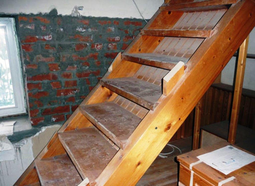 Наиболее популярными являются маршевые деревянные лестницы, которые ведут в подвал