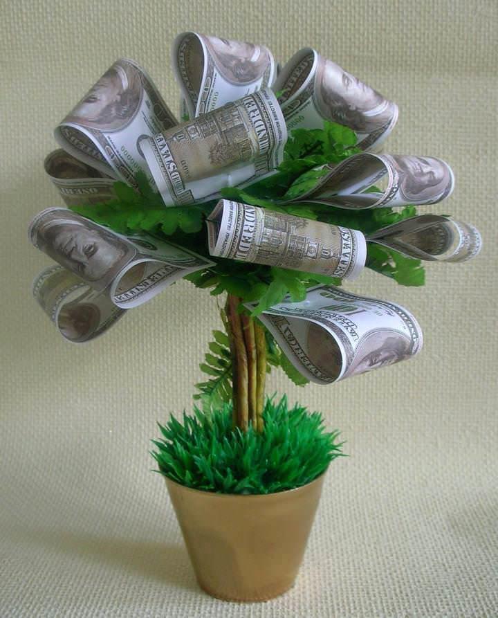 Зная о вариантах замены элементов изделия и различных способах декорирования горшочка и кроны, можно сотворить своё уникальное деревце счастья