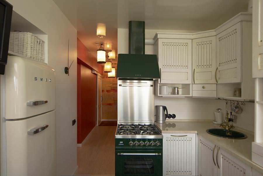 Если не хотите выносить холодильник в другое помещение - сделайте фальшстену из гипсокартона, встроив его туда