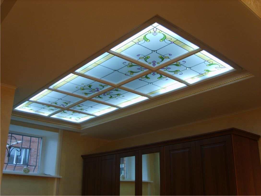 Стеклянный потолок: из оргстекла с подсветкой, фото, жидким стеклом, светящиеся из матового, видео