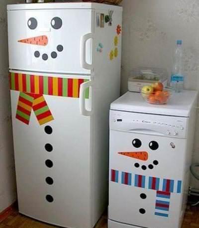 Оригинальной идеей является зимнее оформление кухонной техники в едином стиле
