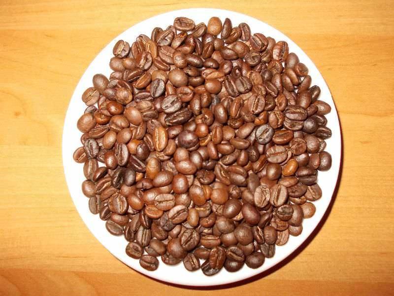 Для создания топиария можно приобрести самый дешевый кофе: самое главное — это правильная форма зерен
