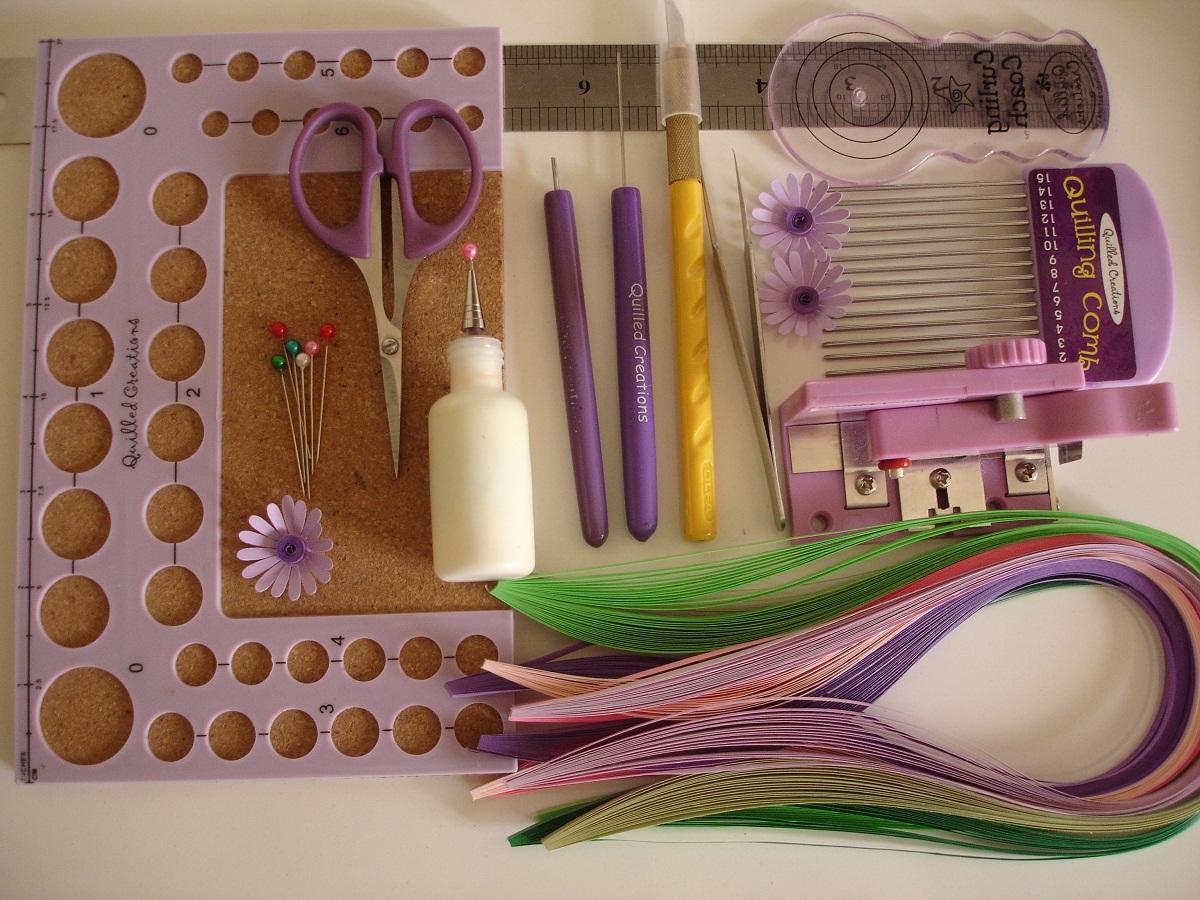 Все необходимые материалы для квиллинга продаются в магазине для рукоделия