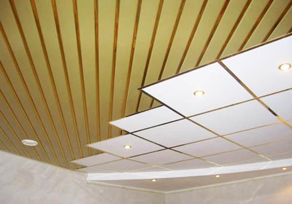 Отделка потолка панелями способна сэкономить средства еще и потому, что не потребует предварительного выравнивания потолка