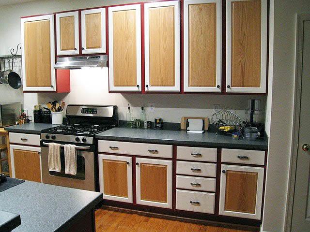 Замена фасадов гарнитура на новые - один из самых эффективных способов переделки мебели на кухне