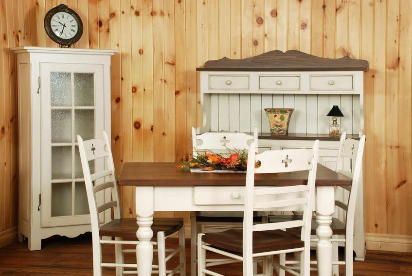 Старую мебель на кухне можно переделать в стиль шебби-шик, сделав ее невероятно стильно и уютной