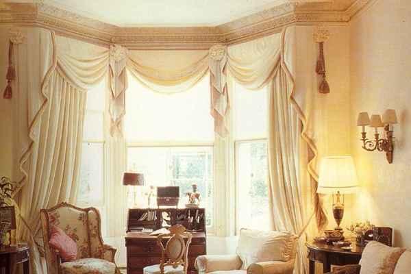 Эркерное окно — довольно оригинальное решение для любой комнаты, поэтому очень важно правильно подобрать шторы для эркера