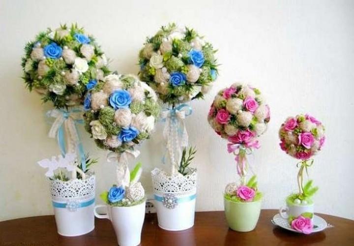 Топиарий из искусственных цветов может быть выполнен на основе шара, сердца или парящей чашки