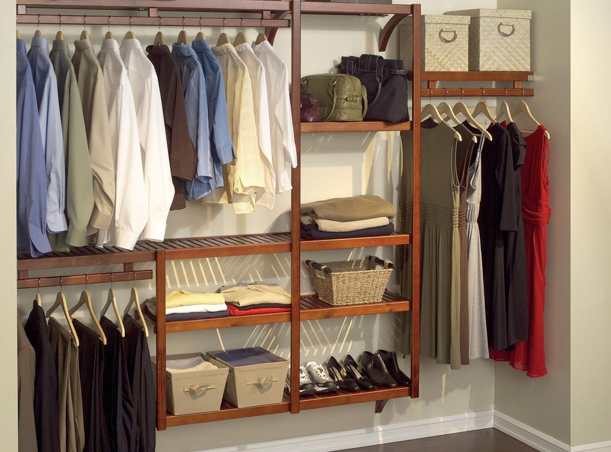 Лоджия является отличным местом для обустройства гардероба