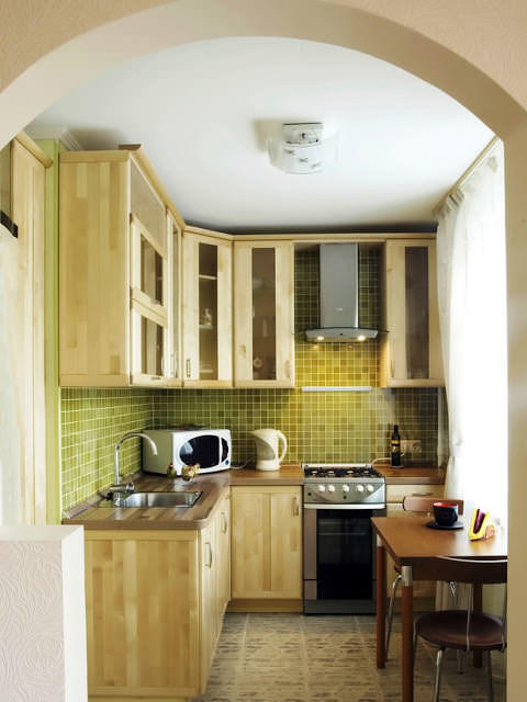 Арка в кухне поможет создать визуально большего пространства в маленькой кухне