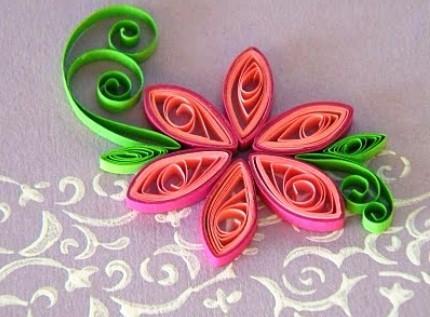В технике квиллинг можно создать самые разнообразные цветы