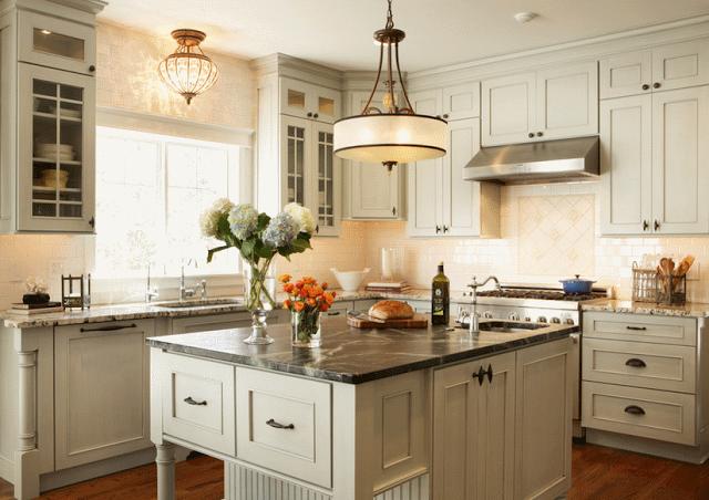 Правильно подобранная цветовая гамма визуально расширит вашу кухню